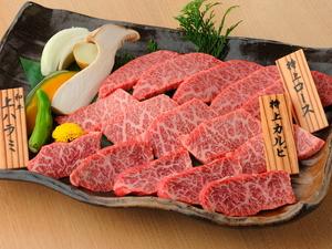 人気の部位ばかりを集めた贅沢な一皿『松永牧場盛り(焼野菜添え) 各100g』
