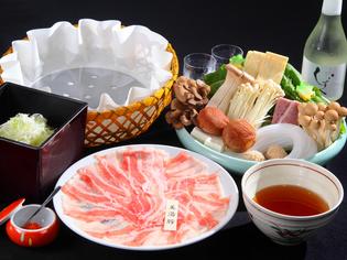 鹿児島県桜島の温泉水で育った、上質な「美湯豚(びゆうとん)」