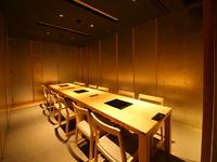ゆったりできるイス席の個室で開く、華やかな宴の会