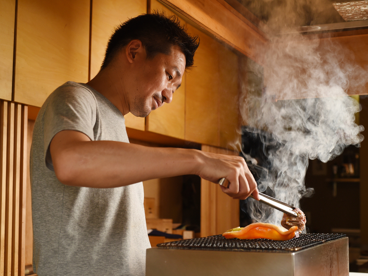全国を周り選び抜いた食材をシンプルな炭火焼きで