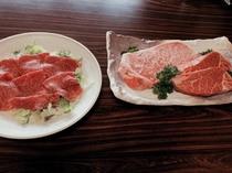 最近メニューに加わった生ハム(左)と、定番サーロインステーキ