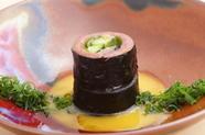 たまごのソースが鯵の酸味に寄り添う『鯵の海苔巻』 ※季節料理の為ご用意できない時期も御座います
