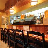 するりと入って楽しめる美味い蕎麦、美味い酒、活魚など。