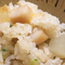 土鍋で炊き上げた旬の魚介や野菜入りの『炊き込みごはん』
