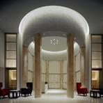 天井高6メートルのエントランスホールがチャペルに変貌