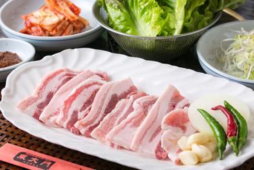 当店自慢のお肉を使った『サムギョプサルセット』