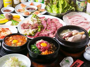 厳選して仕入れた野菜や肉を使った料理を提供