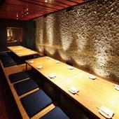 【20席】中団体にお薦めの、横一列に並ぶ堀ごたつテーブル席