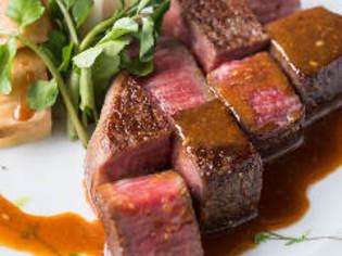 凝縮された和牛の旨味を、薫りと共に実感できる『熟成肉鉄板焼』