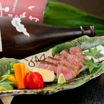 店内はカウンターと個室・座敷とございます。 お寿司は一貫150円~あり、和食料理も合わせて頼んで頂けます。美味しさ、雰囲気、共に安心なお店です。