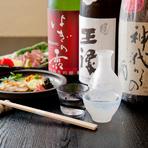 日本酒が大好きな料理人が、お造りにあうお酒、煮物にあうお酒、焼きものにあうお酒をイメージしてセレクト。常時10~12種類から選べます。3種類の日本酒に酒の肴がついた『利き酒セット』もおすすめ。