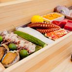 芦屋・北新地・ミナミで13年間腕を磨いた店主が、毎日市場で厳選し、選び抜いた食材を使用しております。