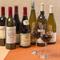 フランス産にとらわれず料理に合う多様なワインを多数用意