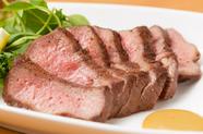 贅沢な厚みで、適度な歯応えと風味豊かな『厚切り牛タン』