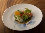 旬の魚介と野菜が華やかに競演する『海鮮のサラダ風仕立て』