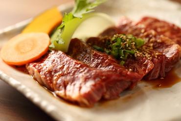【肉の旨みがグッと引き出される秘伝の味付け】サガリ