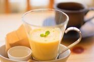 ラム酒をかけるオトナの生カスタードプリン(ドリンクSET)