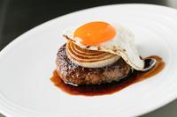 熟成肉のたねにマデラワインを練りこんだ、大人の味わい『熟成和牛ハンバーグステーキ』