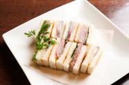 和食料理店での経験を生かした、〆サバのアレンジ料理『サバのトースト サンド』