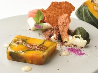 一皿で畑を表現『自家菜園のカボチャと白イチジクのテリーヌ』
