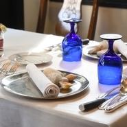 肩ひじ張らないファミリーでのひと時や友人との食事、あるいは、接待や記念日のデートなど少しフォーマルに楽します。お客様がそれぞれのシーンやスタイルで至福の時間を過ごしていただけるブラッスリーです。