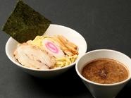 とにかく濃厚なスープが人気の『魚介濃厚つけ麺』