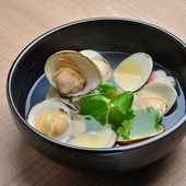 日本酒の爽やかさと蛤の旨みが相乗効果を生み出す『酒蒸し』