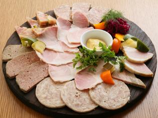 フランスの郷土料理『自家製シャルキュトリーの盛り合わせ』