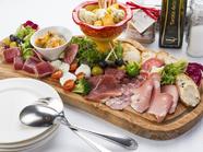 季節感たっぷりの贅沢な逸品『カンパニオの前菜盛り合わせ』