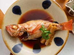 とろける食感と飽きの来ないやさしい味わい。日替わり鮮魚でつくる『季節の魚煮付』
