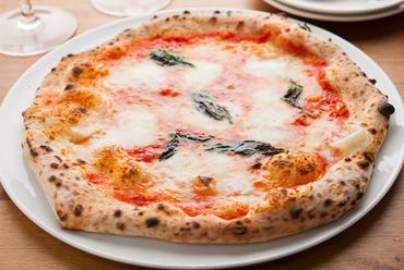 モッチリ生地に、とろとろチーズがたまらない『水牛モッツァレラのマルゲリータ』