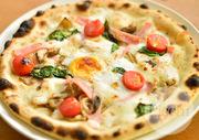 週3回イタリアから空輸で届くモッツァレラを使用。モッチリとした生地に、風味豊かでコクのあるチーズを合わせたピザです。チルドで空輸されるので、フレッシュさと味わいが格別。