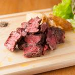 【Picchi】の肉料理ならではの美味しさを味わえる『炭焼きラムシン』