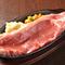 柔らかく、しっかりとした赤身の旨みを楽しめる『ブラックアンガス牛サーロインステーキ 120g』