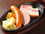 甘みのある脂や柔らかくしっかりとした旨みが人気『林ポークの骨付き&ポンドバラロースステーキ』