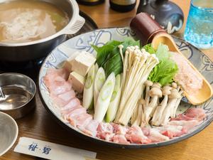 6時間かけて煮込んだスープと共にいただく『久米島赤鶏 スープ鍋』