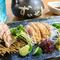 赤鶏の3種類の部位が味わえる『久米島赤鶏 刺身盛り合わせ』