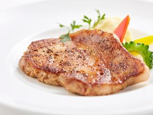 甘く、旨みたっぷりな脂が魅力の沖縄県産あぐー豚