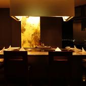 ホテル最上階から望む夜景の美しさは、食事をワンランクアップ