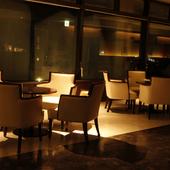 ふたりで鉄板料理を満喫した後のお酒は、席を変えて愉しんで