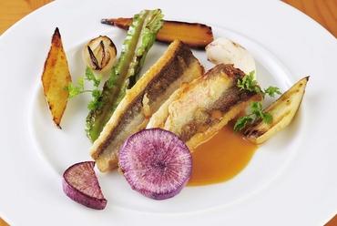 仕入れ状況でいろいろな味わい『シェフおすすめ三浦半島直送鮮魚のプランシュ焼き』
