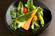 自然農法野菜たっぷりのヘルシーな一品『自家菜園サラダ』