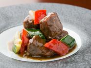 創業時から受け継がれた伝統メニュー『牛肉の黒胡椒炒め』
