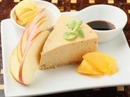 チーズの酸味と黒蜜の甘みがマッチ『黒蜜のレアチーズ』