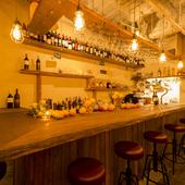 ソムリエでもある店主が丁寧にセレクト。100銘柄以上のワイン