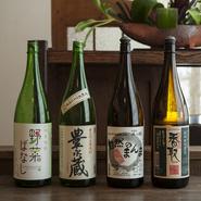 常時10種が揃う日本酒ですが、なかでも店主の好みは千葉県にある「寺田本家」の酒。全量無農薬米、蔵付き酵母を使い、手仕込みによる生もと造りにこだわった日本酒は、野菜料理にもしっかりと寄り添ってくれます。