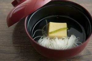 トウモロコシの芯で出汁を取り、お椀に仕立てた『とうもろこし豆腐』