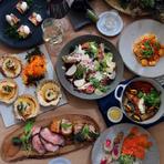 様々なパーティーシーンに重宝するパーティープランが充実。地元食材にこだわり、素材の味を大切にした「神戸キュイジーヌ」が、食卓を華麗に彩ってくれます。ビュッフェスタイルも可能なので、気軽にご相談を。