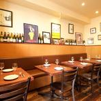 素敵なインテリアでまとめられた空間は、気の合う女性同士の食事会にぴったり。本場フランスのビストロを訪れた気分で、女子トークも盛り上がりそう。華やかなデザートも乙女心をくすぐります。