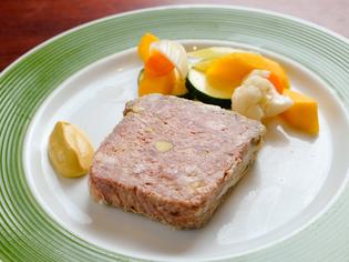 柔らかい肉質と甘みのある脂身が魅力の「天草梅肉ポーク」
